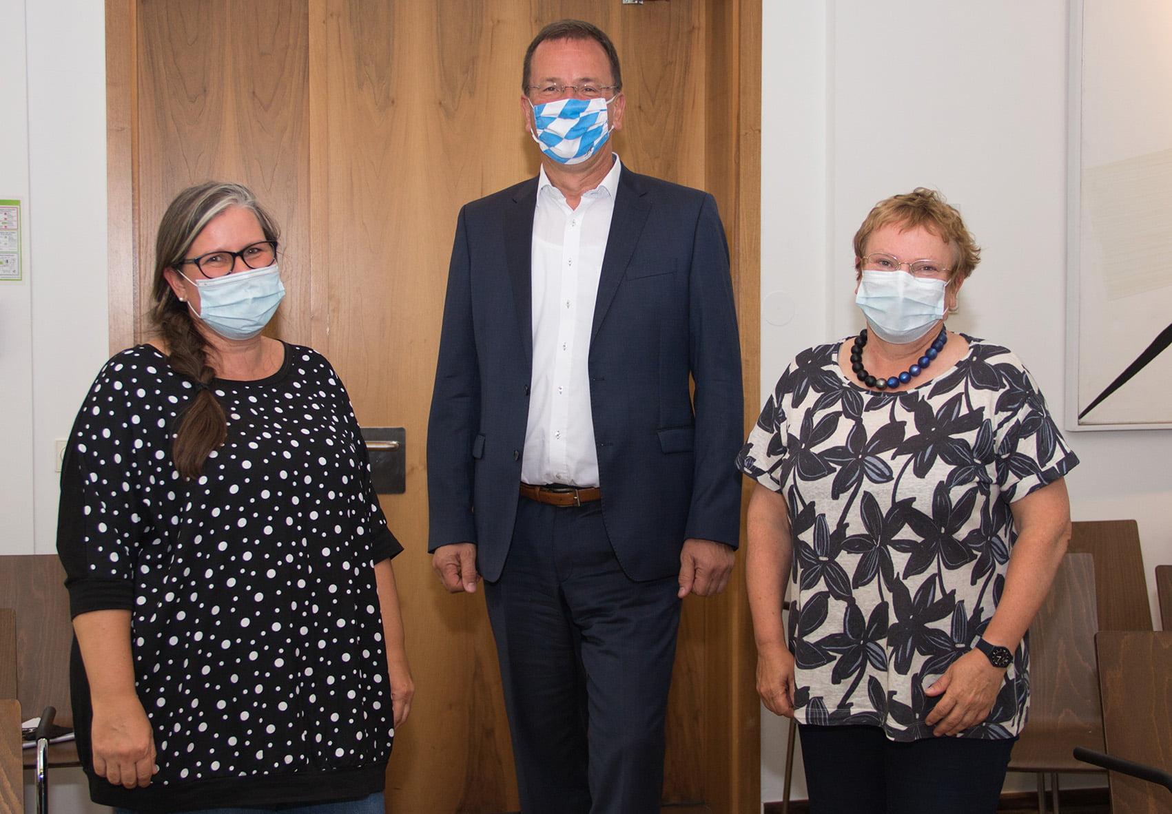 Saskia Schon (3. Vorsitzende), Oberbürgermeister Andreas Haas (1. Vorsitzende) und Sabine Brügel-Fritzen (2. Vorsitzende)